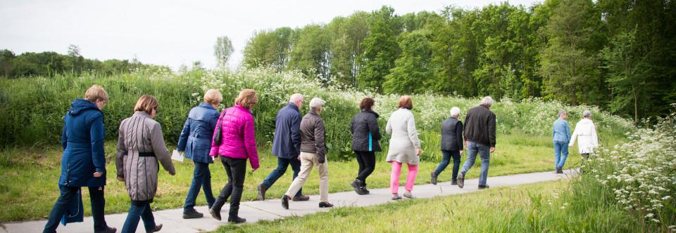 Samen wandelen brengt eenzame in beweging