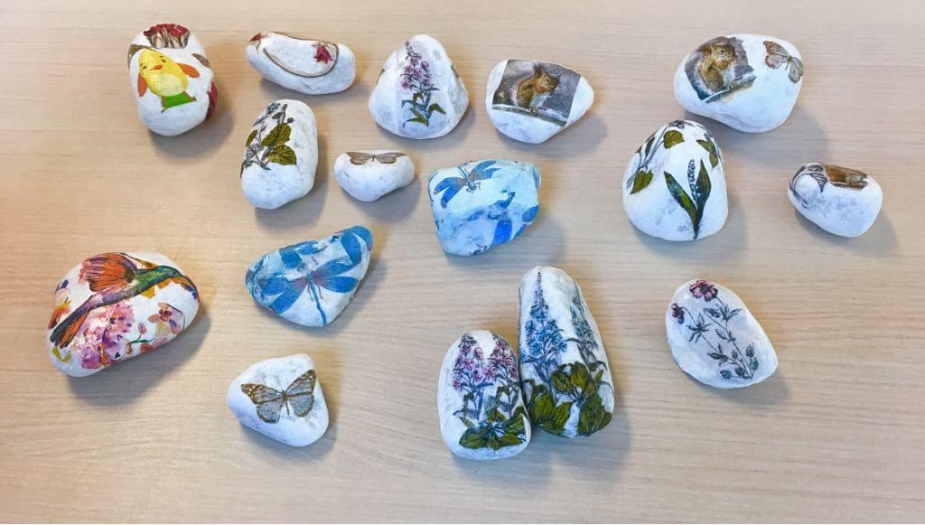 Creatieve salon met stenen versieren